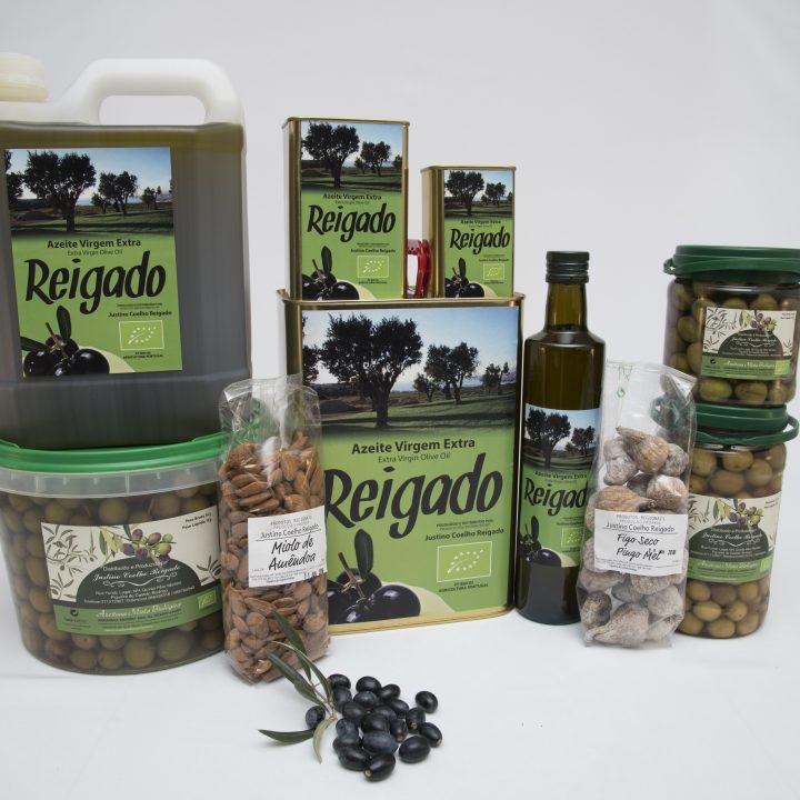 Add 800g organic whole olives in brine