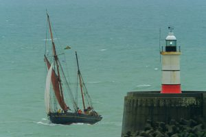 Organic olive oil arrives by Sail Cargo in Newhaven